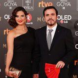 El líder de Izquierda Unida Alberto Garzón y su pareja en la alfombra roja de los Premios Goya 2018