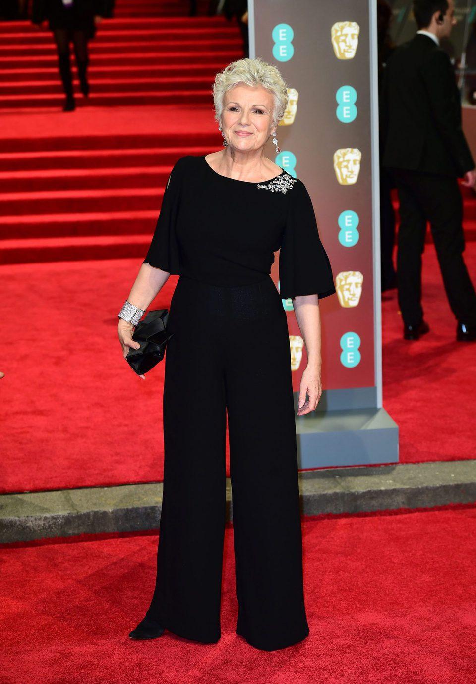 Julie Walters en la alfombra roja de los BAFTA 2018