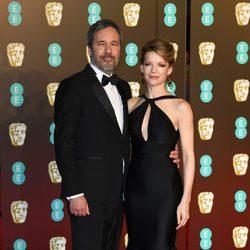 Denis Villeneuve y Tanya Lapointe en la alfombra roja de los BAFTA 2018