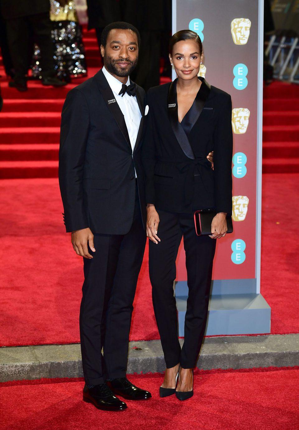 Chiwetel Ejiofor en la alfombra roja de los BAFTA 2018