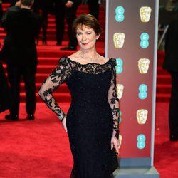 Celia Imrie en la alfombra roja de los BAFTA 2018