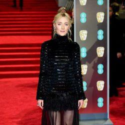 Saoirse Ronan en la alfombra roja de los BAFTA 2018