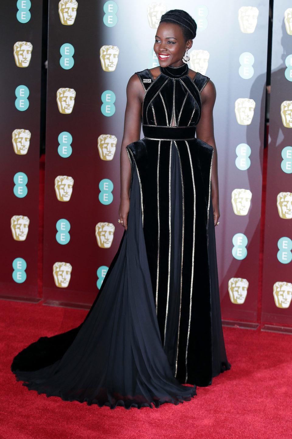 Lupita Nyong'o en la alfombra roja de los BAFTA 2018