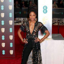 Naomie Harris en la alfombra roja de los BAFTA 2018