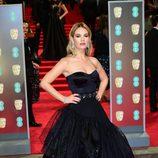 Lily James en la alfombra roja de los BAFTA 2018
