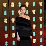 Lesley Manville en la alfombra roja de los BAFTA 2018