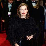 Isabelle Huppert en la alfombra roja de los BAFTA 2018