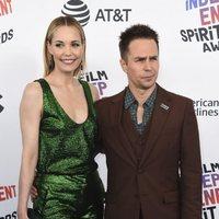 Leslie Bibb y Sam Rockwell en los Spirit Awards 2018