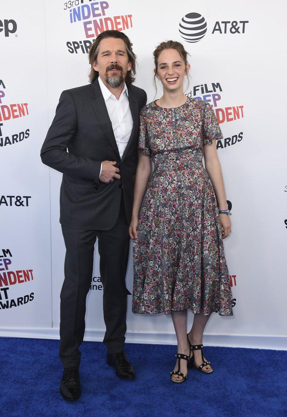 Ethan y Maya Hawke en los Spirit Awards 2018