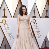 Allison Williams posa en la alfombra roja de los Oscar 2018