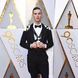 Adam Rippon en la alfombra roja de los Oscar 2018