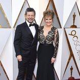 Andy Serkis y Lorraine Ashbourne en la alfombra roja de los Oscar 2018