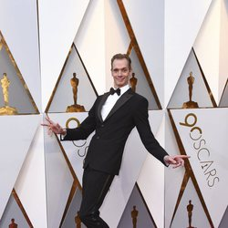 Doug Jones en la alfombra roja de los Oscars 2018