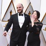 Jordan Horowitz y Julia Hart en la alfombra roja de los Oscar 2018