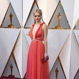 Samara Weaving en la alfombra roja de los Oscar 2018