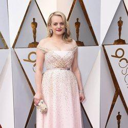 Elisabeth Moss en la alfombra roja de los Oscar 2018