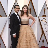 Kumail Nanjiani y Emily V. Gordon en la alfombra de los Oscar 2018