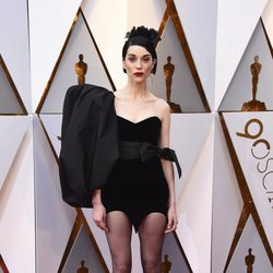 St. Vincent en la alfombra roja de los Oscars 2018
