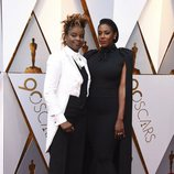 Dee Rees y Sarah M. Broom en la alfombra roja de los Oscar