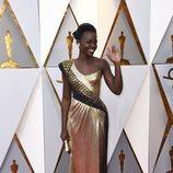 Lupita Nyong'o en la alfombra roja de los Oscars 2018