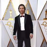 Matthew McConaughey en la alfombra roja de los Oscar