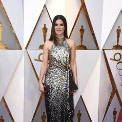 Sandra Bullock en la alfombra roja de los Oscar 2018