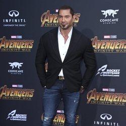 Dave Bautista posa en la alfombra púrpura de la premiere mundial de 'Vengadores: Infinity War'