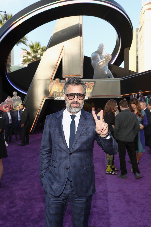 Mark Ruffalo posa en la alfombra púrpura de la premiere 'Vengadores: Infinity War'