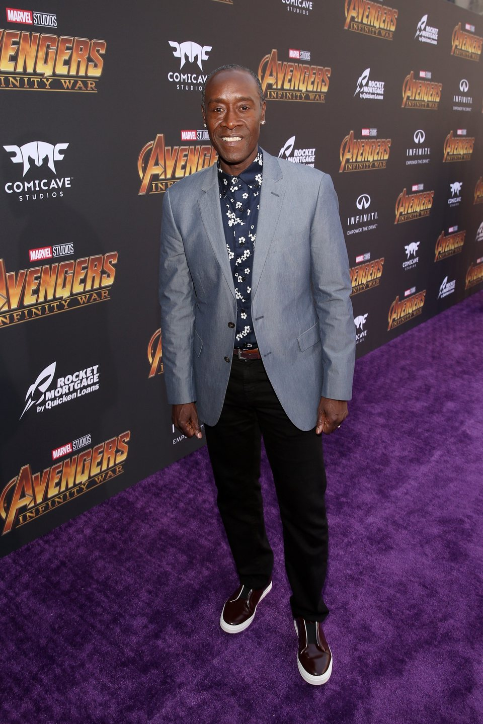 Don Cheadle posa en la alfombra de la premiere de 'Vengadores: Infinity War'