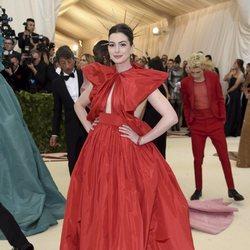 Anne Hathaway en la Gala Met 2018