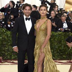 Irina Shayk y Bradley Cooper en la Gala Met 2018