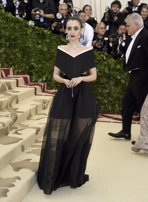 Lily Collins en la Gala Met 2018
