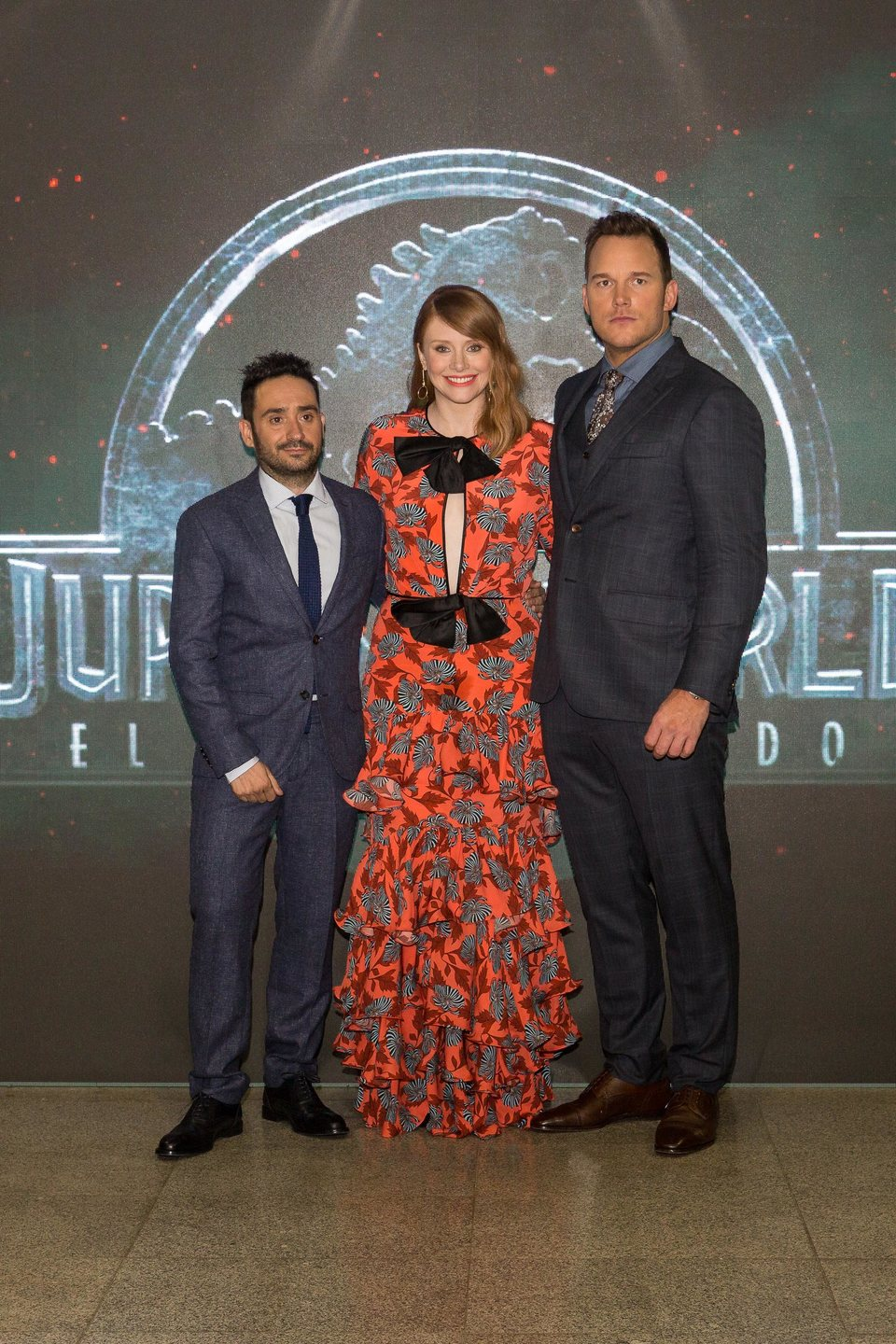 ¿Cuánto mide Juan Antonio J.A Bayona?  - Altura - Real height - Página 3 96972_j-a-bayona-bryce-dallas-howard-chris-pratt-premiere-mundial-jurassic-world-el-reino-caido-madrid