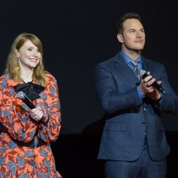 Bryce Dallas-Howard y Chris Pratt en la premiere mundial de 'Jurassic World: El reino caído' en Madrid