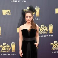 Katherine Langford en la alfombra roja de los MTV Movie & TV Awards 2018