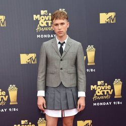 Tommy Dorfman en la alfombra roja de los MTV Movie & TV Awards 2018