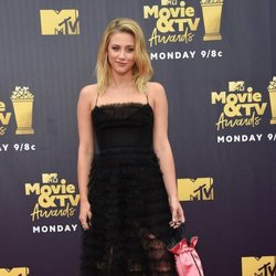 Lili Reinhart en la alfombra roja de los MTV Movie & TV Awards 2018