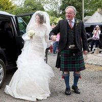 Rose Leslie y su padre llegan a la ceremonia