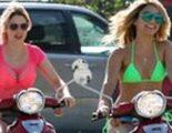 Selena Gomez y las chicas de 'Spring Breakers', de paseo en moto en bañador en el rodaje