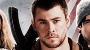 Josh Hutcherson y Chris Hemsworth toman las armas en el nuevo póster de 'Amanecer rojo'