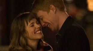 """Domhnall Gleeson y Rachel McAdams viven muchas """"primeras veces"""" en un clip exclusivo de 'Una cuestión de tiempo'"""