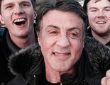 Unos turistas suben corriendo las escaleras de 'Rocky' y se encuentran con Sylvester Stallone en lo alto