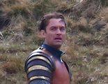 Primer vistazo a Jude Law en el set de rodaje de 'Knights of the Roundtable: King Arthur'