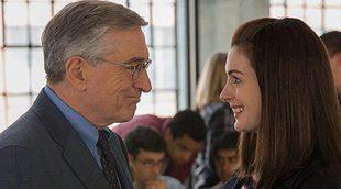 Robert de Niro es el becario de Anne Hathaway en el tráiler de 'The Intern'