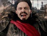 Hugh Jackman demuestra que la espada no es lo suyo en estas tomas falsas de 'Pan (Viaje a Nunca Jamás)'