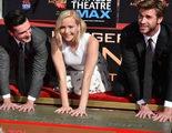 Jennifer Lawrence, Josh Hutcherson y Liam Hemswoth asisten a la ceremonia de huellas en el Teatro Chino de Los Ángeles