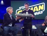 Harrison Ford destroza la figura del Halcón Milenario que un fan quería que le firmase