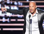 Vin Diesel canta al fallecido actor Paul Walker en los People's Choice Awards 2016