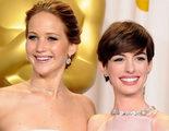 Anne Hathaway defiende a Jennifer Lawrence tras las críticas de los Globos de Oro