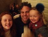 Mark Ruffalo y las niñas que encontraron su cartera perdida, la foto más tierna